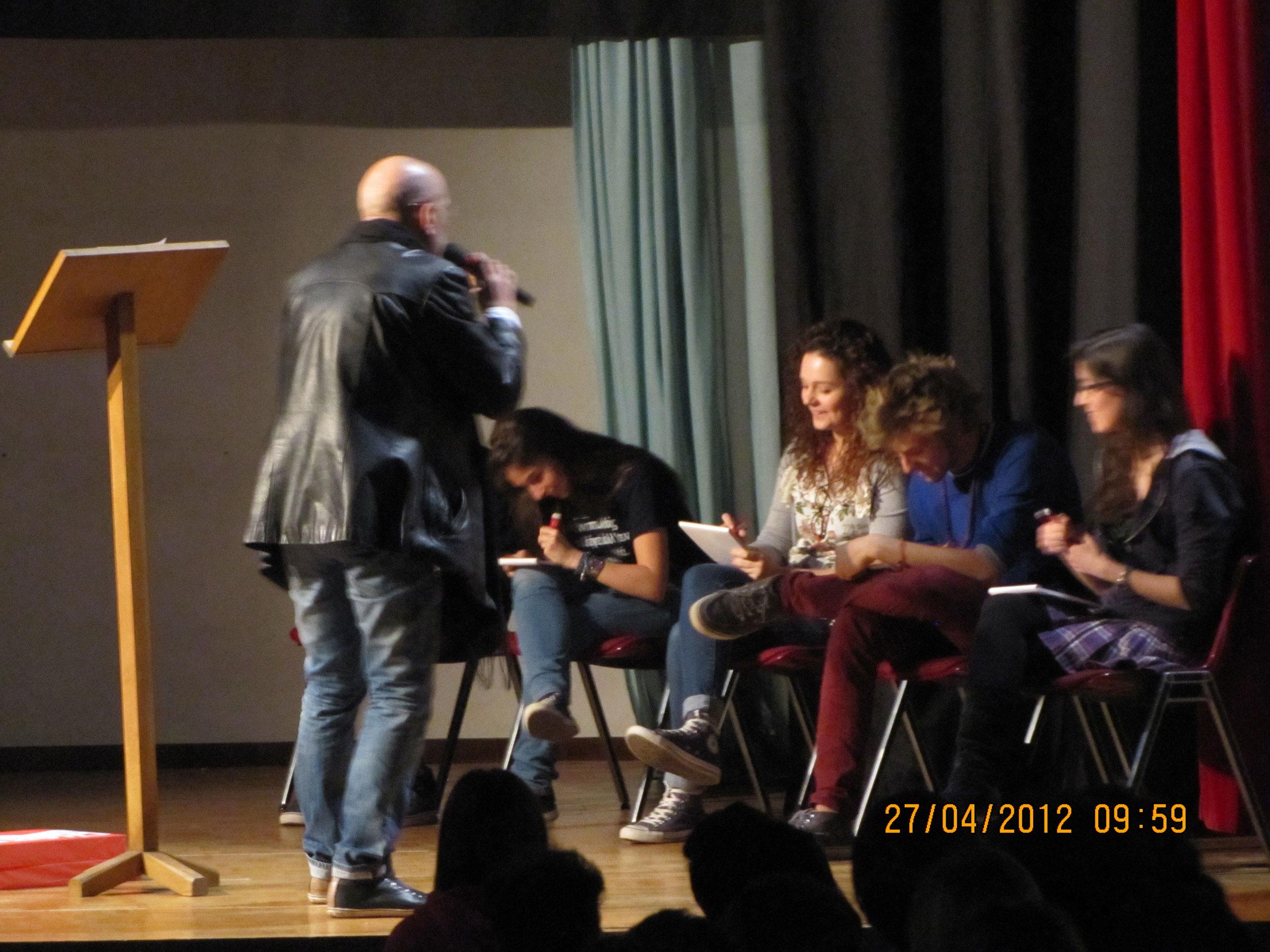 Lello voce e Poetry Slam con le scuole