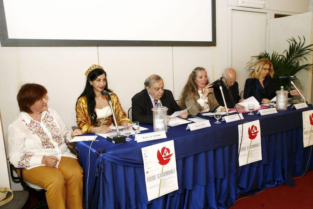 Partecipanti Rose Cardinali Al centro Nadir M. Aziza, a sinistra Maram Al Massri, a destra il poeta Orlando Jimeno Grendi (Cile)